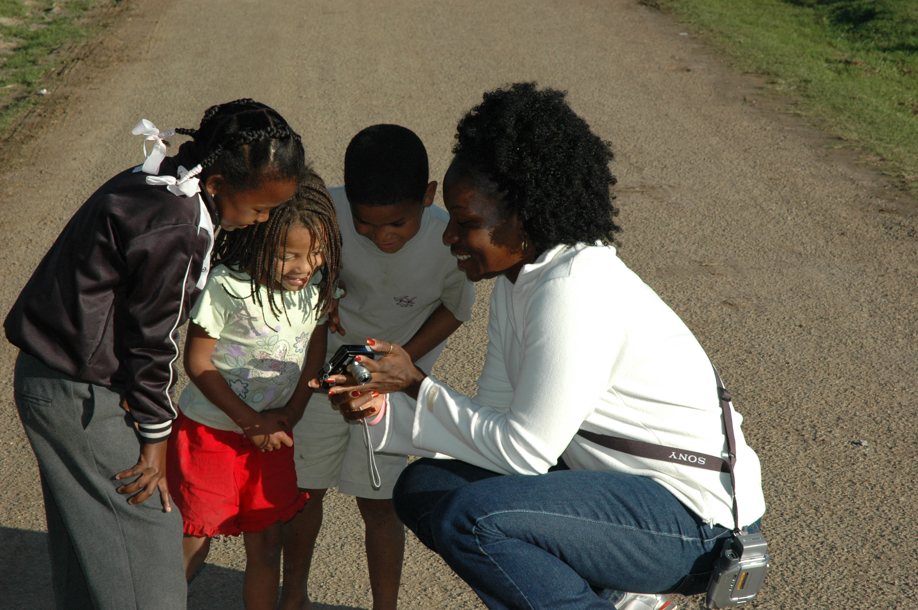 selena and kids 5